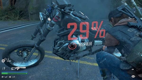 ディーコンがバイクを修理する様子