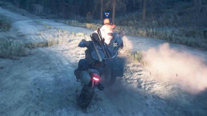 バイクでリッパーのバイクへタックルを決めるシーン