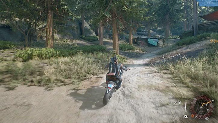 バイクで野盗の襲撃キャンプへ向かう様子