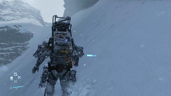 サムが雪山を登る画像