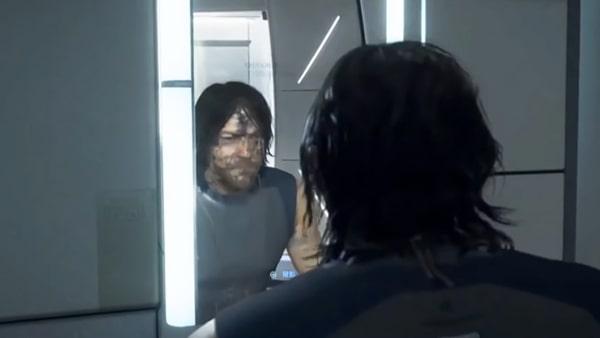 サムが洗面台の鏡を見てるシーン