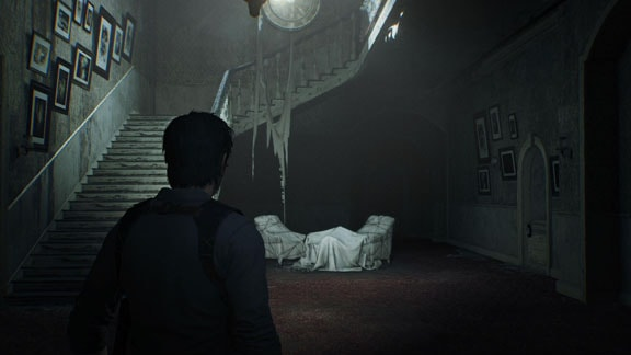 階段と電話があるエリア