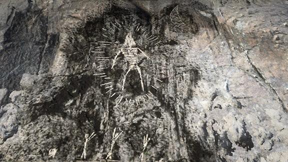 宇宙人の岩絵の画像