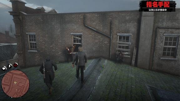 建物の窓際に近づくシーン