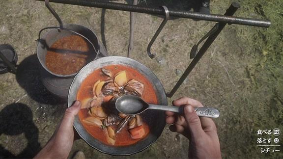 キャンプで食べるシチューの画像