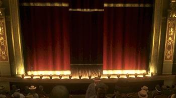 ショーの半開きのカーテン