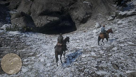 ホワイトクーガーがいる洞窟前