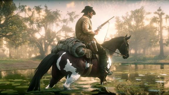 レッドデッドリデンプション2のアーサーが乗馬して沼部を移動している画像