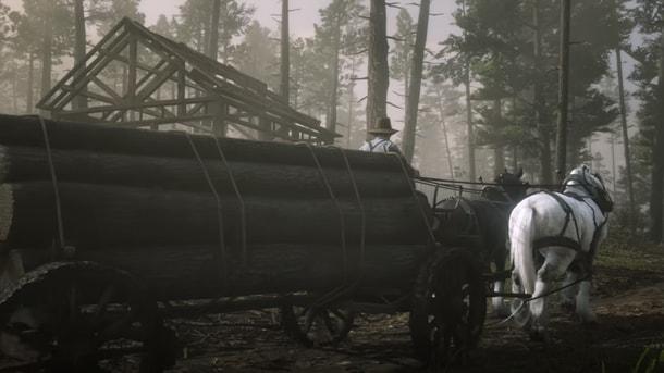馬で丸太を運んでいる画像