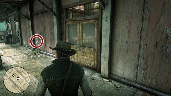 Map1の雑貨屋と肉屋の建物にある謎めいたメモの場所画像