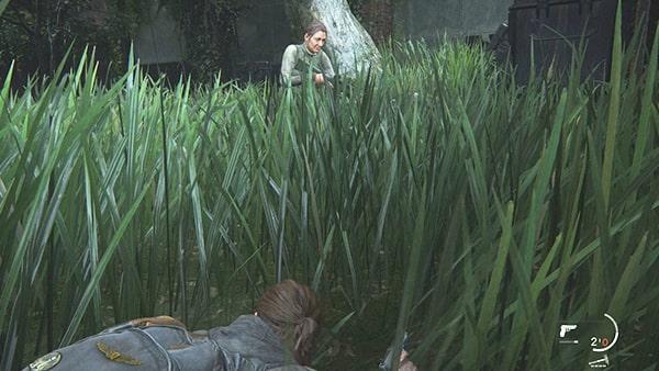 庭で草に隠れながらWLF兵と戦うシーン