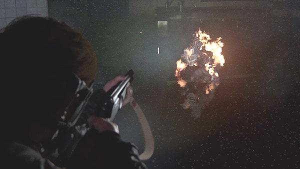 火炎放射器や焼夷弾で燃やす光景