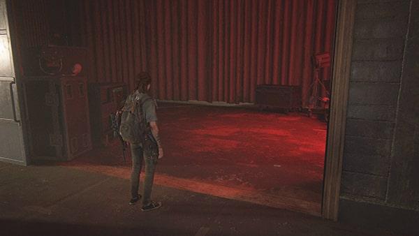 劇場の赤カーテンのところ