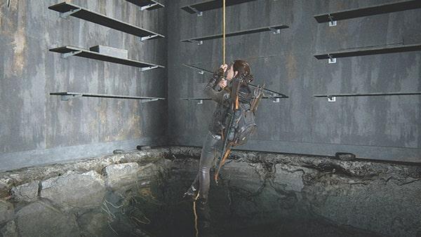 ロープを登るエリーの様子