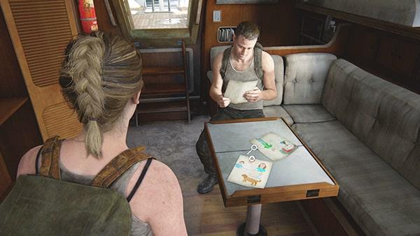 ヨット内で子供の絵を見ているオーウェンの様子