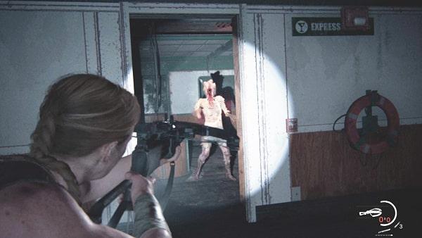 2階の廊下でクリッカーと戦ってるシーン