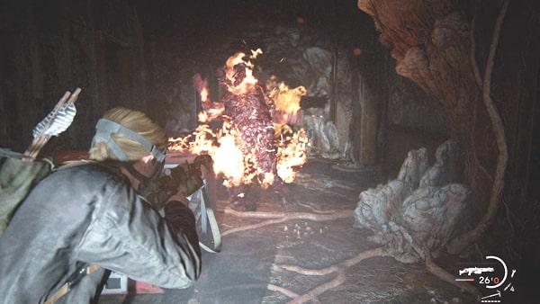 ブローターを火炎放射器で燃やしている様子