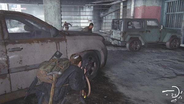 駐車場の奥で感染者と戦ってる様子