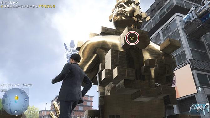 金色の彫像とニュースドローンの場所