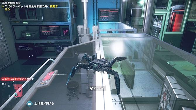 破損したスパイダーボットを操作している様子