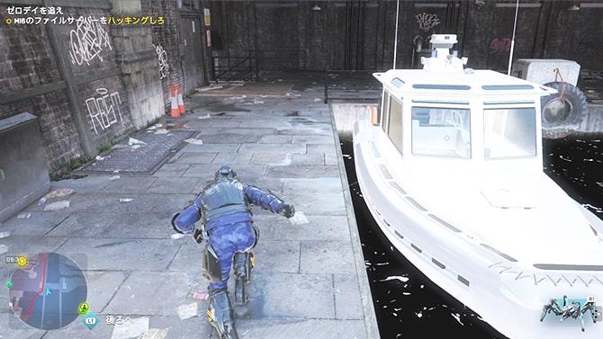 川辺からMI-6ビルに侵入する様子
