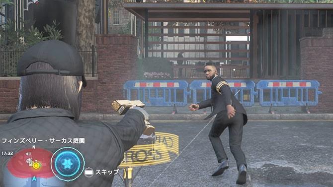 アルビオンの警備員に銃口を向けるシーン